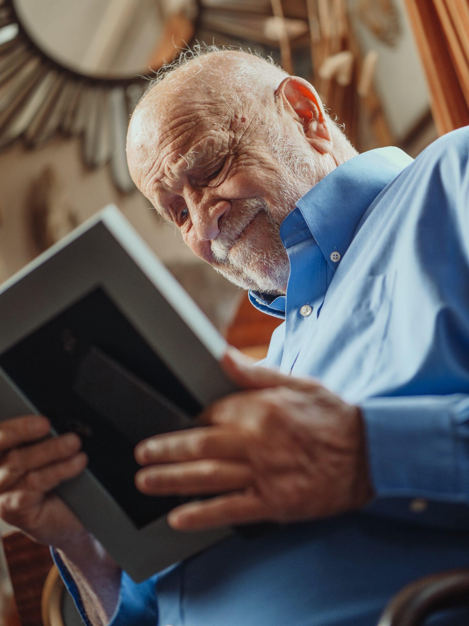 cómo saber si mi familiar tiene alzheimer